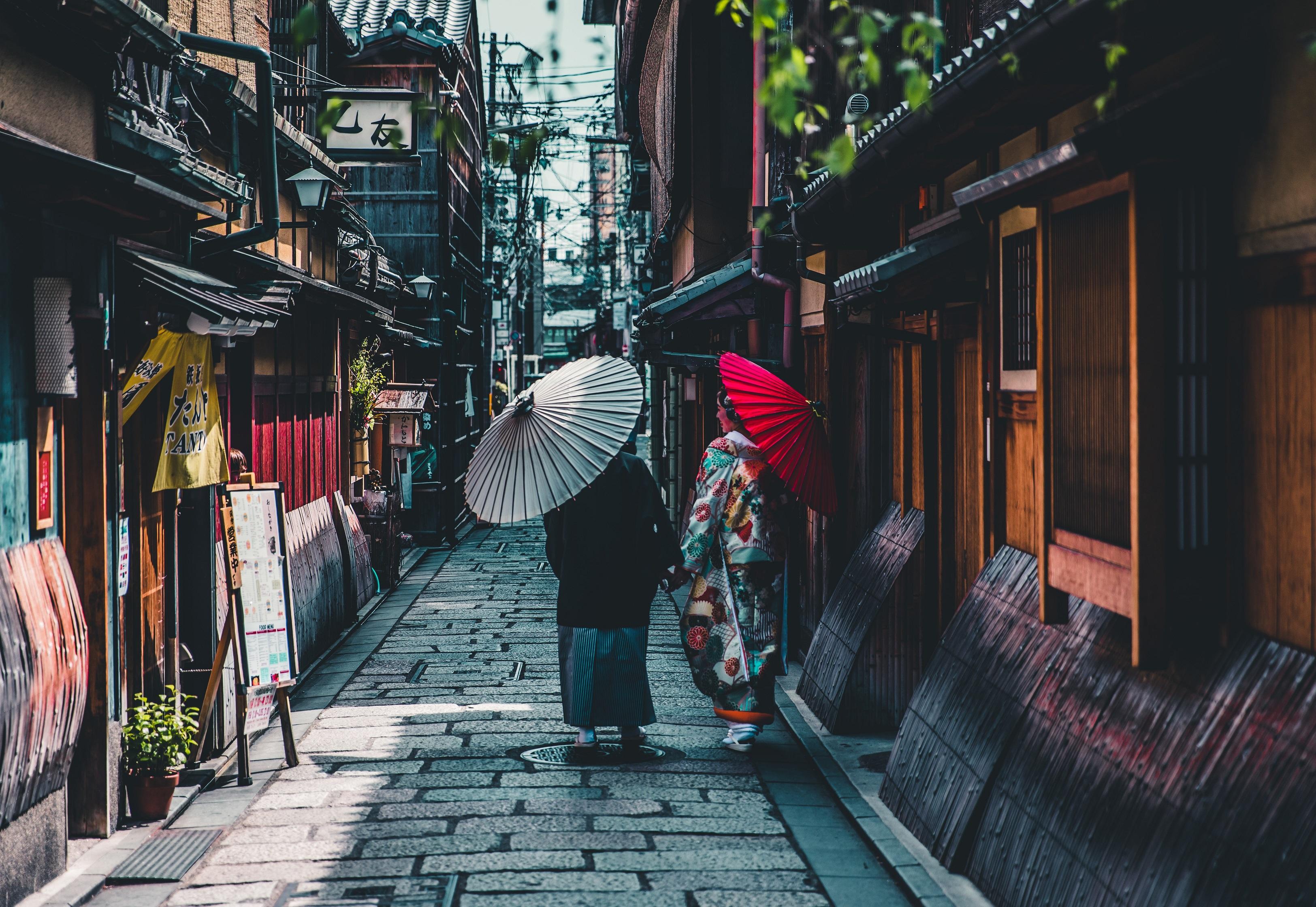 gade med to kvinder